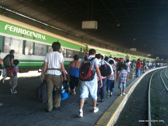 Tren Ferrocentral mochileros